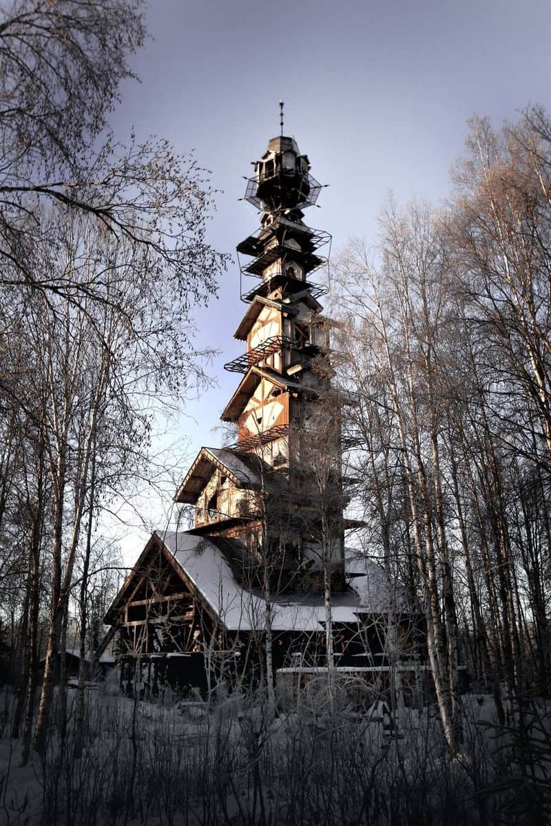 This Alaskan Log Cabin Tower House Looks Like A Dr Suess