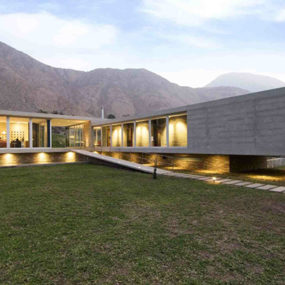 Concrete and Glass Home blends with the Andes