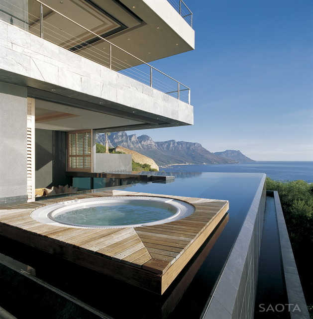 contemporary-coastal-house-for-family-living-entertaining-views-8.jpg
