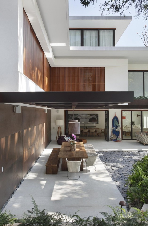 contemporary-colonial-home-in-rio-10.jpg