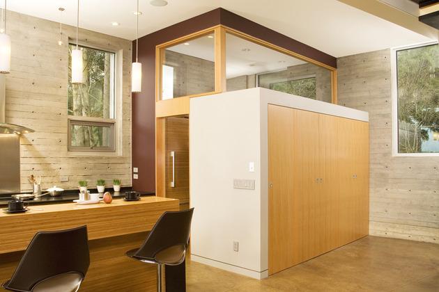 small-footprint-soaring-stature-modern-vertical-house-3.jpg