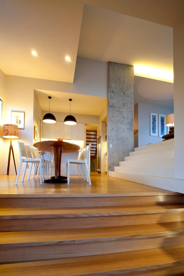 beach-house-with-bold-exterior-minimalist-interiors-17.jpeg