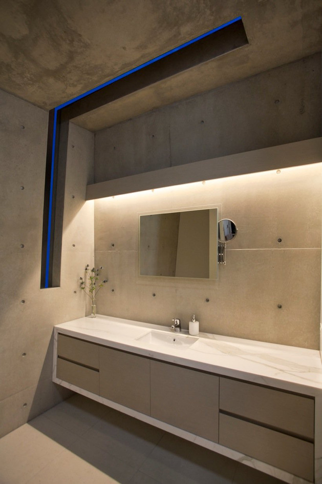 beach-house-with-bold-exterior-minimalist-interiors-19.jpeg