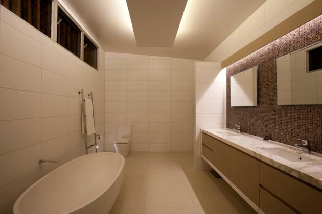 beach-house-with-bold-exterior-minimalist-interiors-20.jpeg