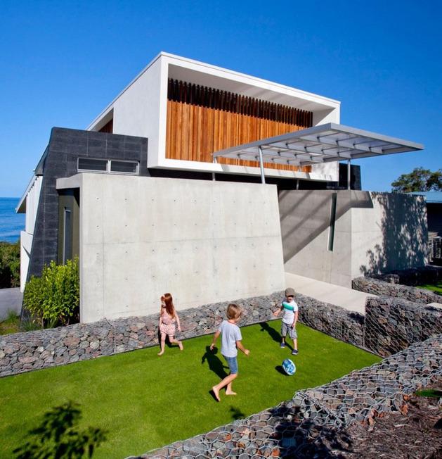 beach-house-with-bold-exterior-minimalist-interiors-5.jpeg