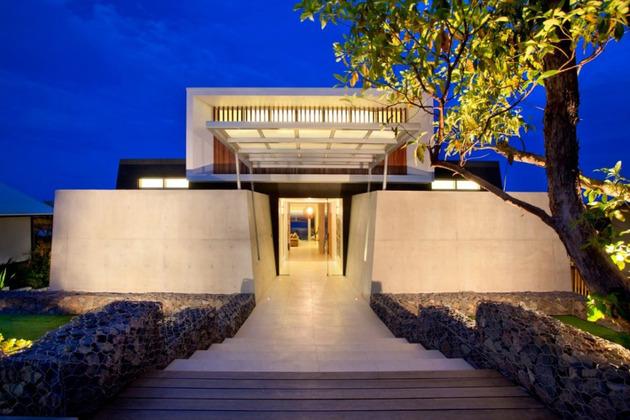 beach-house-with-bold-exterior-minimalist-interiors-8.jpeg
