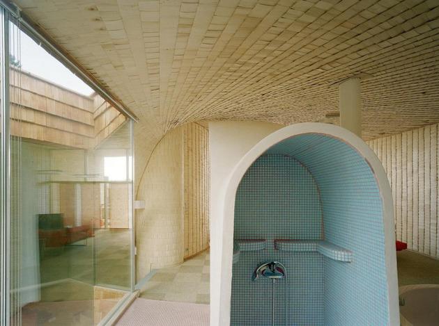 strange-spiral-seashell-house-in-finland-13.jpg