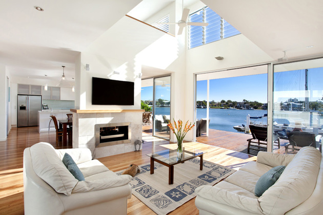 airy-beachfront-home-with-contemporary-casual-style-11.jpg