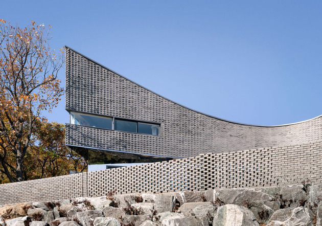 curving-house-in-south-korea-adapts-to-the-land-3.jpg