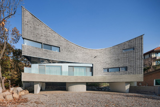curving-house-in-south-korea-adapts-to-the-land-5.jpg