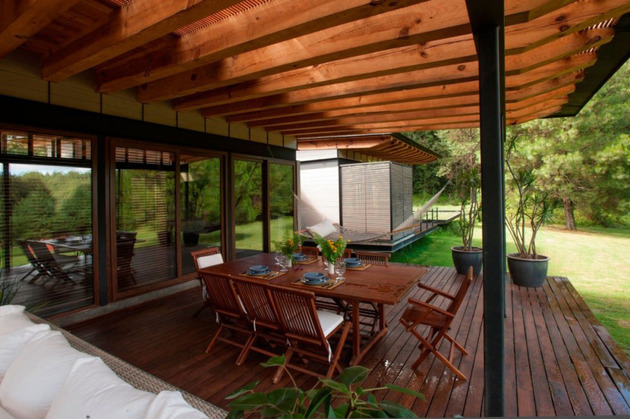 forest-house-brings-indoors-out-through-glass-walls-terraces-11.jpg