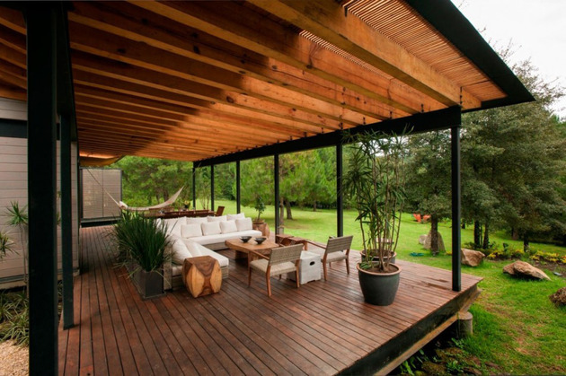 forest-house-brings-indoors-out-through-glass-walls-terraces-13.jpg