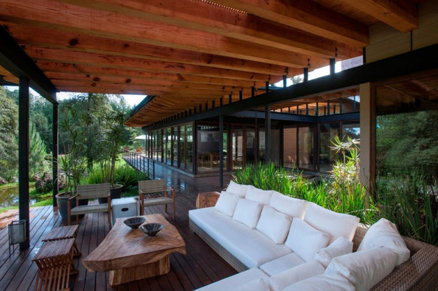 forest-house-brings-indoors-out-through-glass-walls-terraces-14.jpg