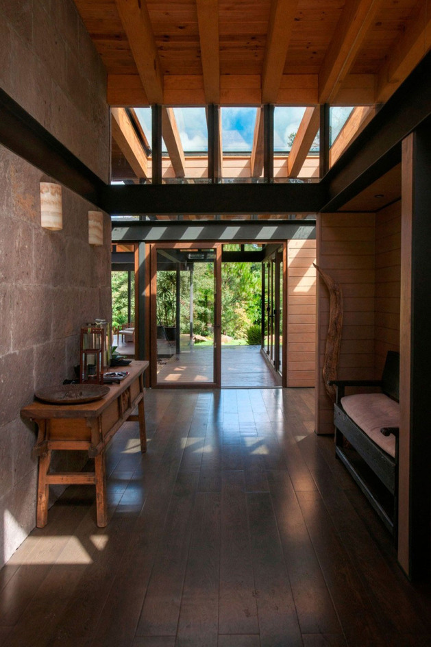 forest-house-brings-indoors-out-through-glass-walls-terraces-17.jpg