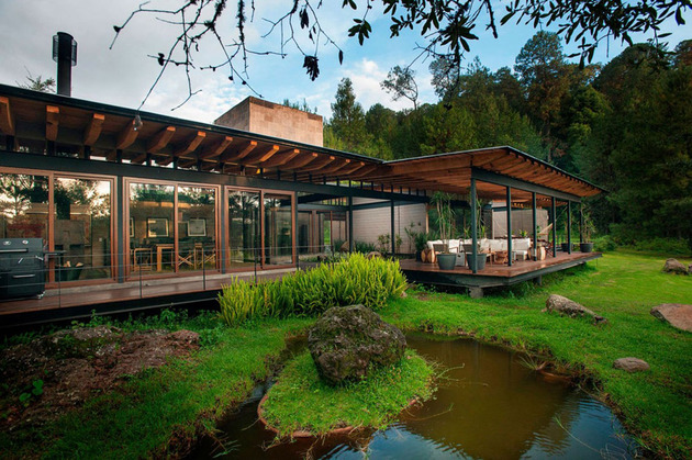 forest-house-brings-indoors-out-through-glass-walls-terraces-6.jpg