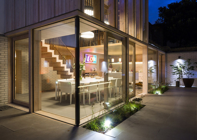 old-london-home-gets-fresh-glass-addition-17.jpg