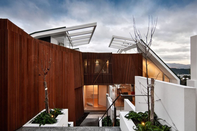 outdoor-inspired-house-with-glass-walls-wood-ceilings-6.jpg