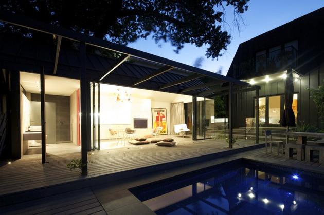 posh-pool-house-with-glass-walls-10.jpg