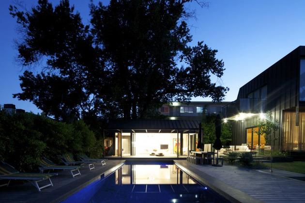 posh-pool-house-with-glass-walls-11.jpg