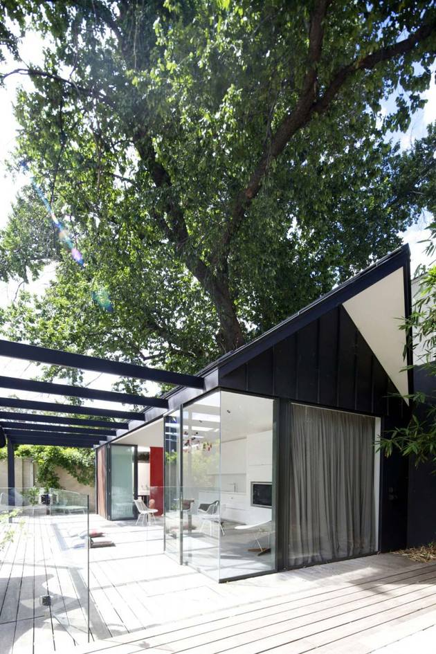 posh-pool-house-with-glass-walls-3.jpg