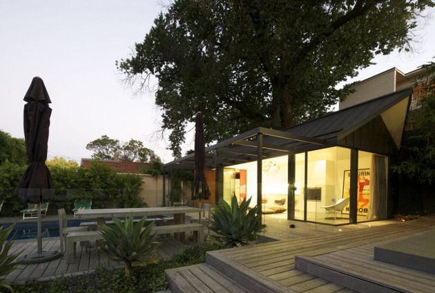 posh-pool-house-with-glass-walls-7.jpg