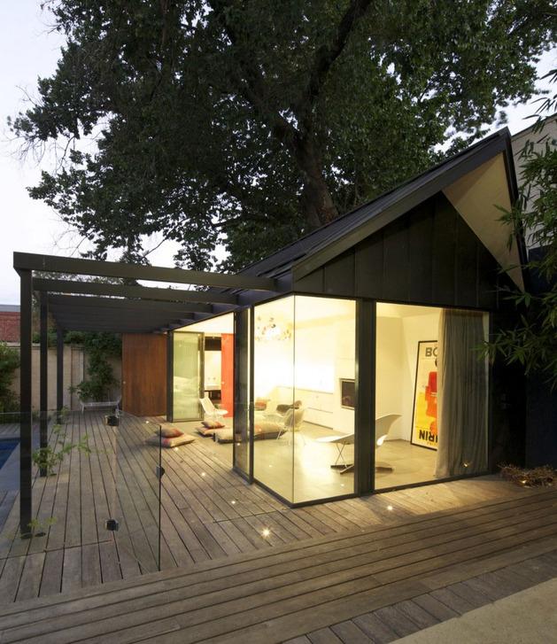 posh-pool-house-with-glass-walls-8.jpg
