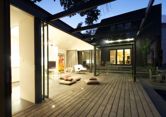 posh-pool-house-with-glass-walls-9.jpg
