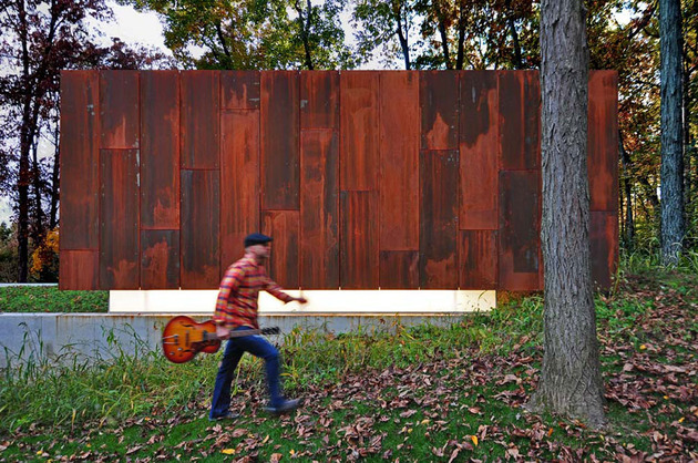 rustic country music studio of glass and rusted steel 1 thumb 630x418 11370 Rusted Steel Studio Design