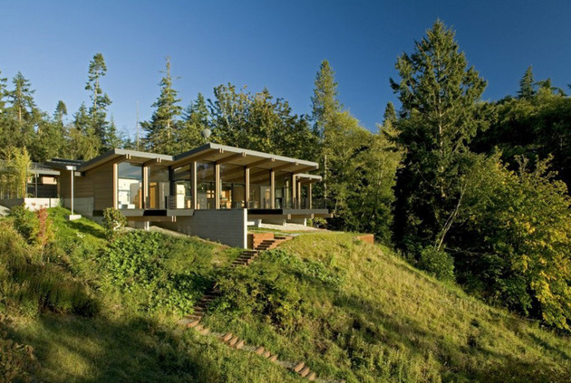 wood and glass cabin home brings luxury to nature 1 thumb 630x423 10578 Wood and glass cabin home brings luxury to nature