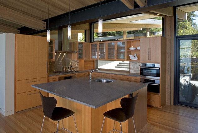 wood-and-glass-cabin-home-brings-luxury-to-nature-10.jpg