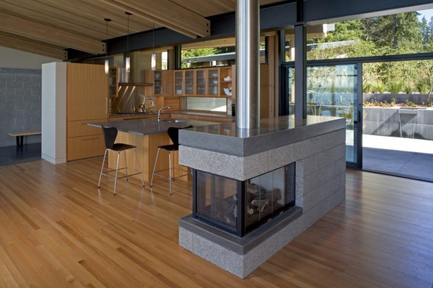 wood-and-glass-cabin-home-brings-luxury-to-nature-12.jpg