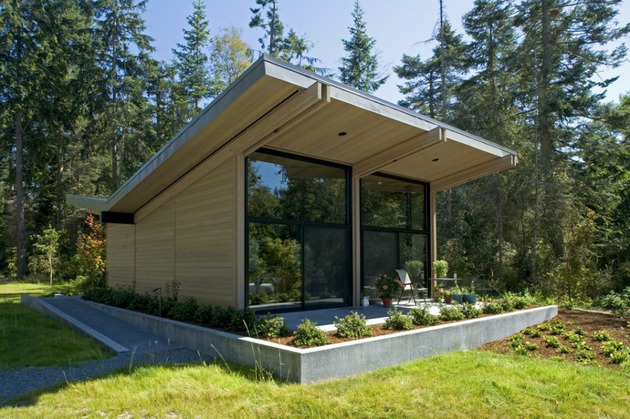 wood and glass cabin home brings luxury to nature 2 thumb 630x419 10580 Wood and glass cabin home brings luxury to nature