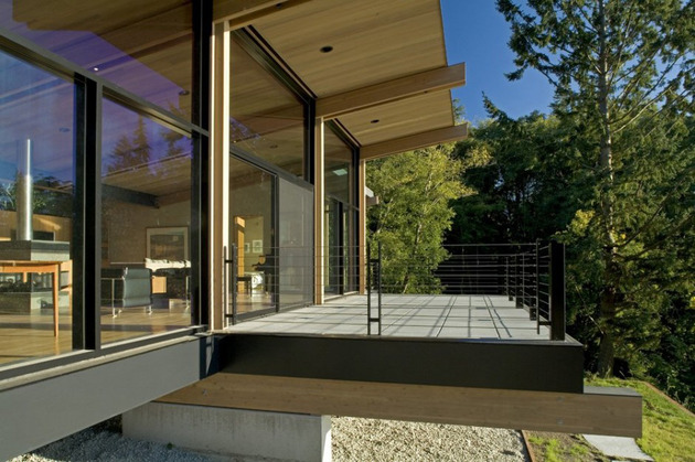 wood-and-glass-cabin-home-brings-luxury-to-nature-4.jpg