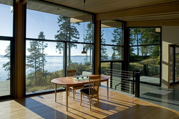 wood-and-glass-cabin-home-brings-luxury-to-nature-8.jpg