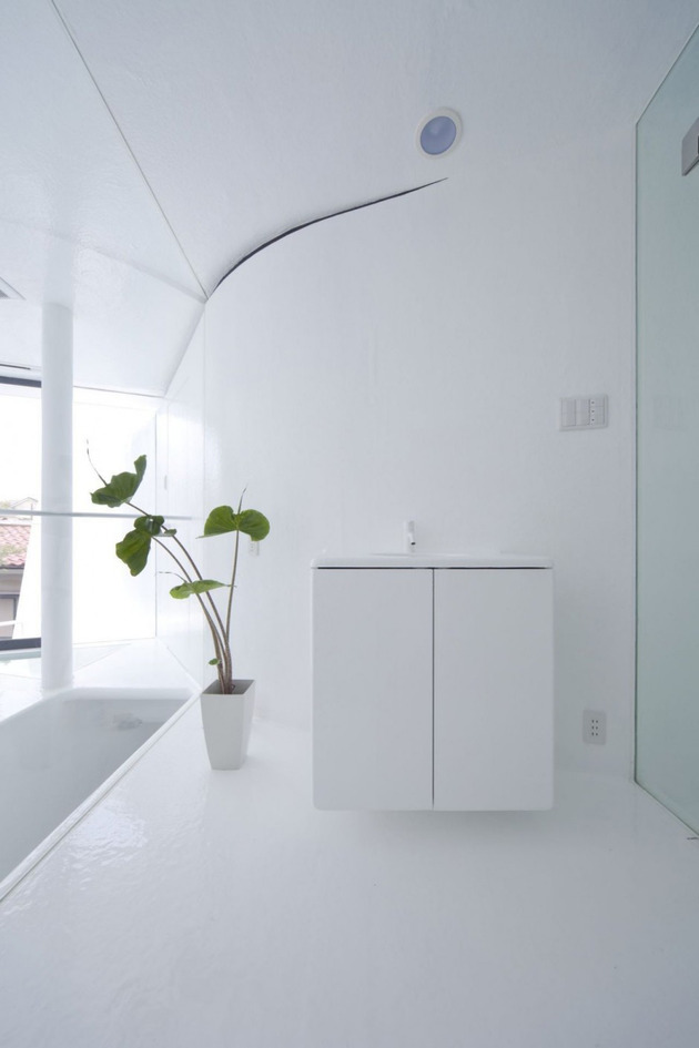 futuristic-curved-wall-house-integrates-nature-and-architecture-19.jpg