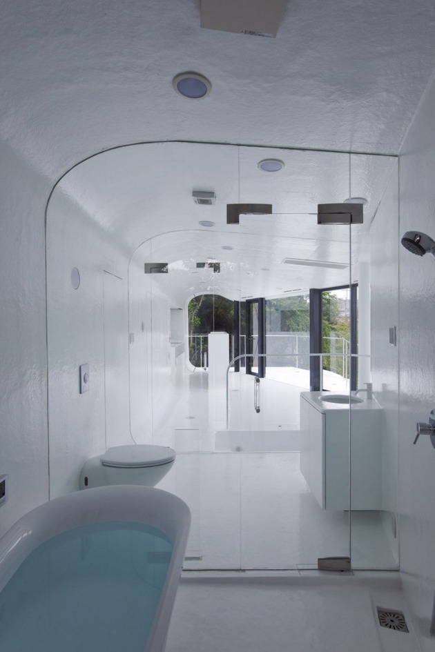 futuristic-curved-wall-house-integrates-nature-and-architecture-22.jpg