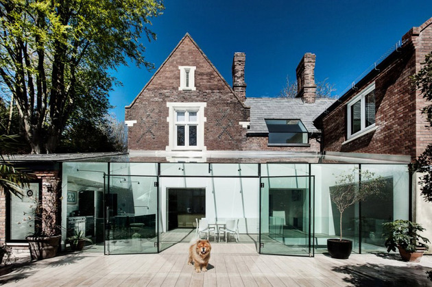 historic brick house with modern glass wing and interiors 2 thumb 630x419 11899 Old house gets an all glass extension