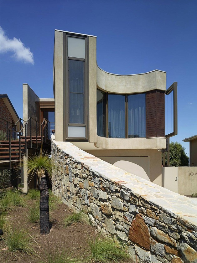modern beach house with curved window wall 2 thumb 630x840 11655 Strangely Shaped Beach House on a narrow lot
