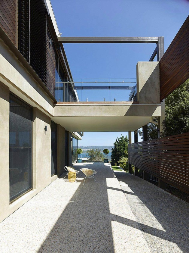 modern-beach-house-with-curved-window-wall-4.jpg