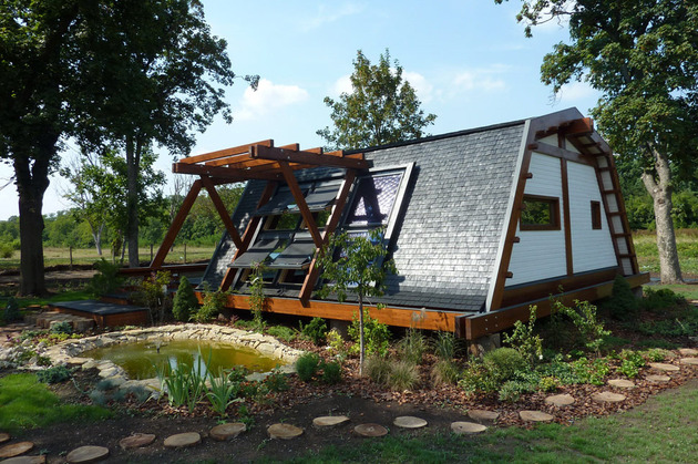 sustainable-home-emphasizes-energy-conservation-passive-systems-smart-design-3.JPG