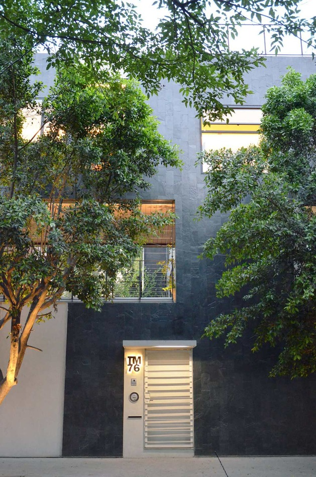 sustainable-house-with-green-wall-and-over-4000-plants-4.jpg