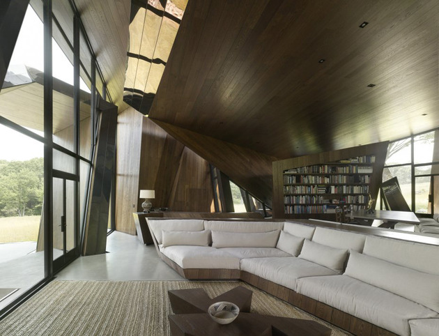 twisted-reflective-house-with-angled-walls-and-ceilings-6.jpg
