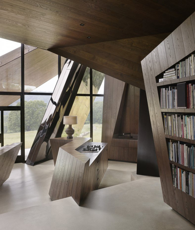 twisted-reflective-house-with-angled-walls-and-ceilings-7.jpg