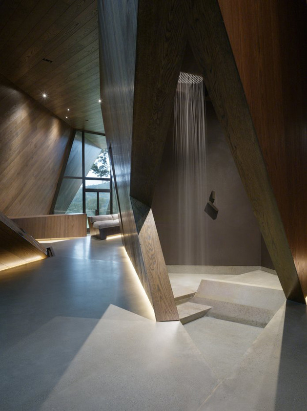 twisted-reflective-house-with-angled-walls-and-ceilings-9.jpg