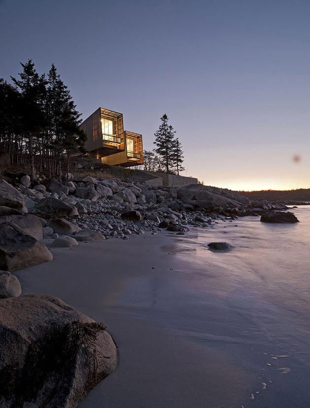 boat-inspired-wood-house-hanging-over-the-ocean-17.jpg