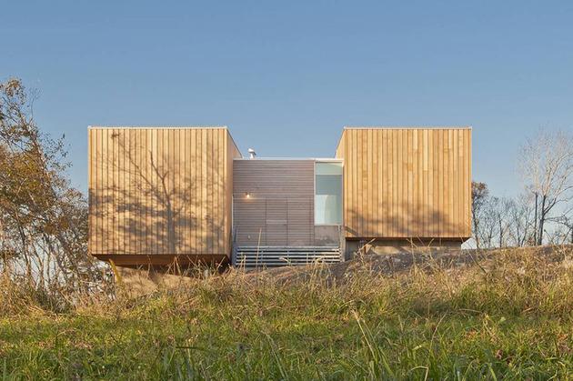 boat-inspired-wood-house-hanging-over-the-ocean-6.jpg
