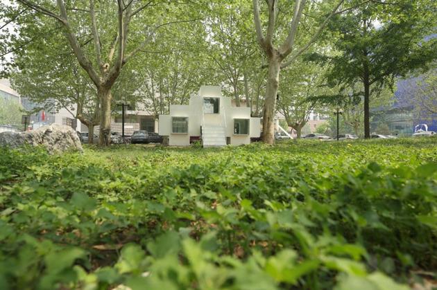 compact modular block house in beijing urban park 2 thumb 630x419 12242 Micro Modular Block House in Beijing urban park