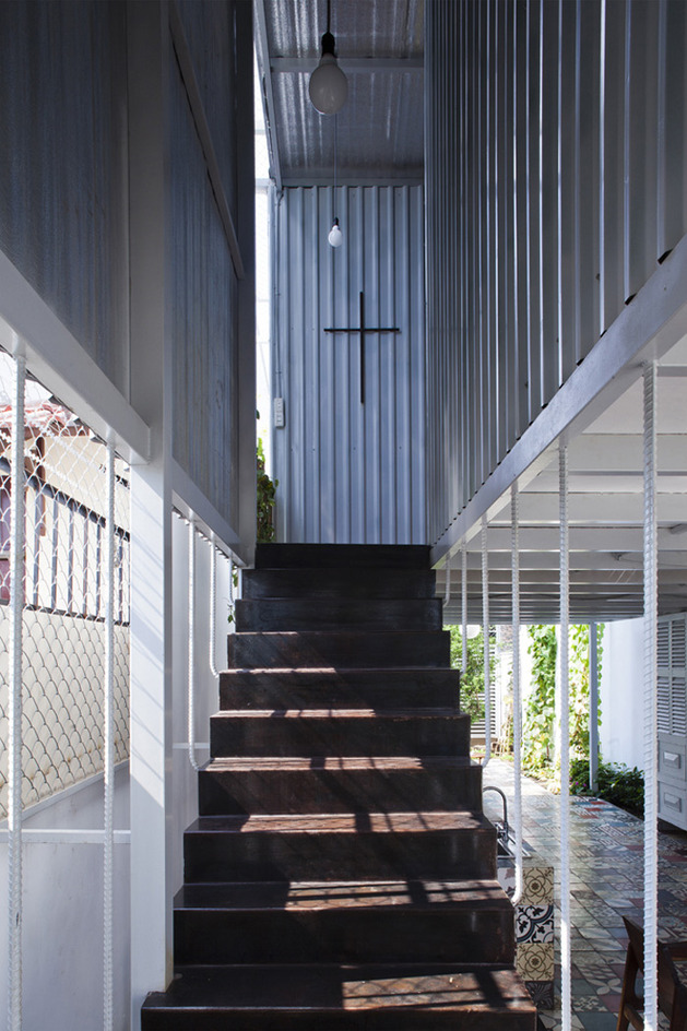 industrial-steel-stilt-house-with-open-main-level-10.jpg