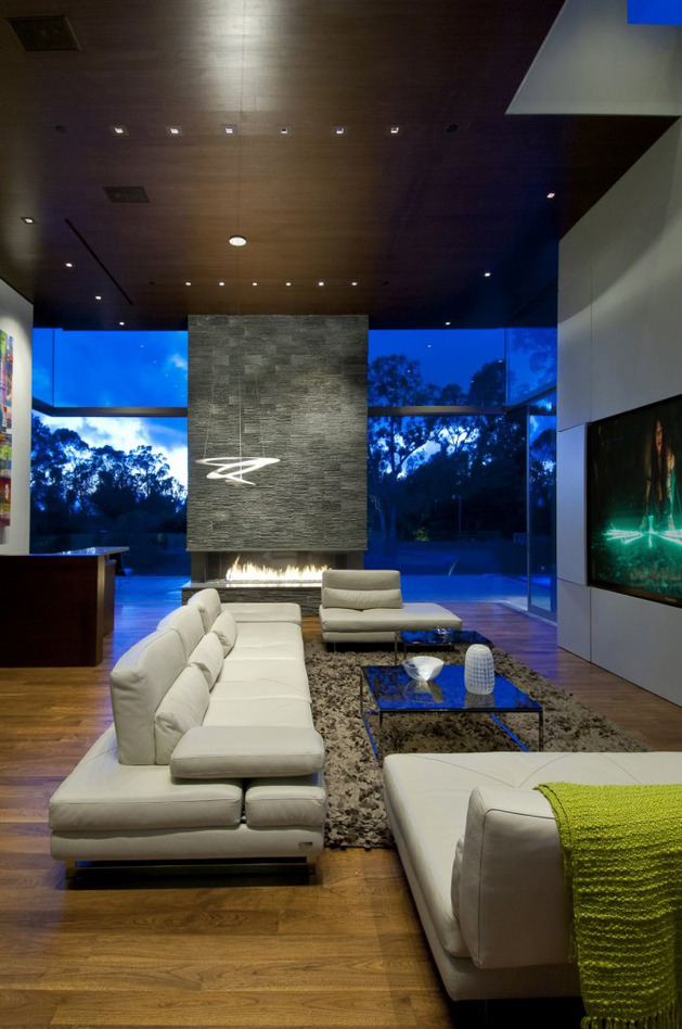 luxury-family-home-with-transparent-walls-and-bowling-alley-12.jpg