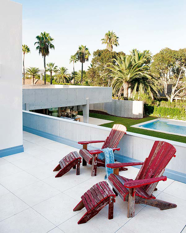 spanish-summer-home-with-contemporary-indoor-outdoor-design-12.jpg